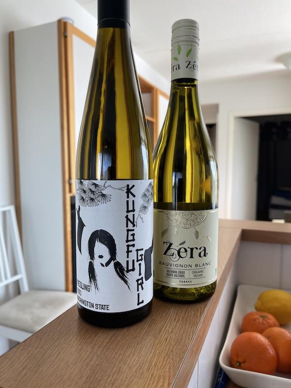 KungfiGirl viiniä pullossa sekä vastaava alkoholitin merkki eli Zera